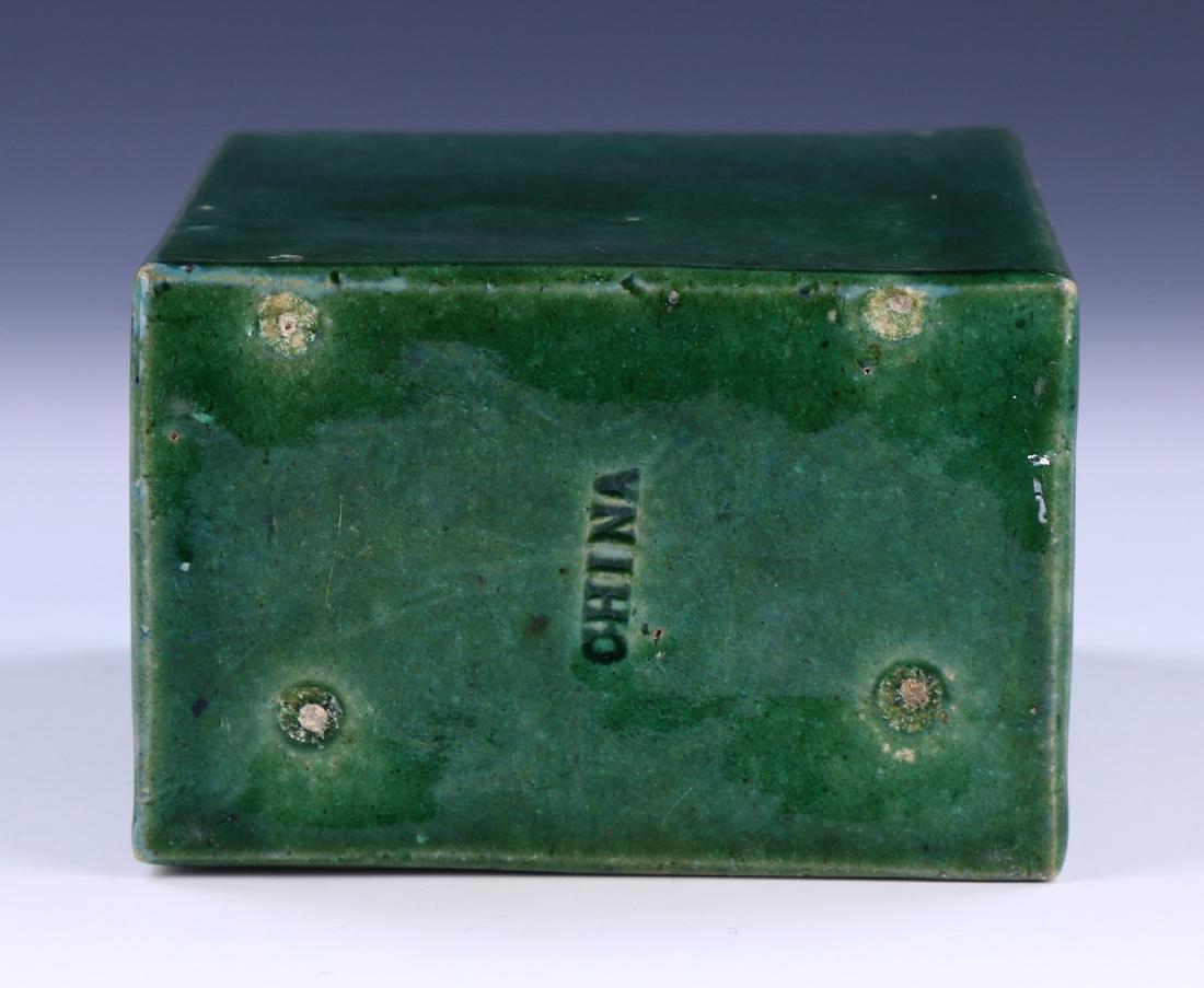 A CHINESE GREEN GLAZED PORCELAIN VASE - 5