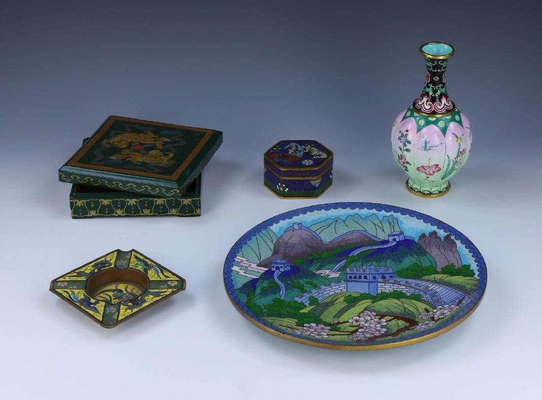 GROUP OF FIVE (5) CHINESE CLOISONNE & LACQUER ITEMS