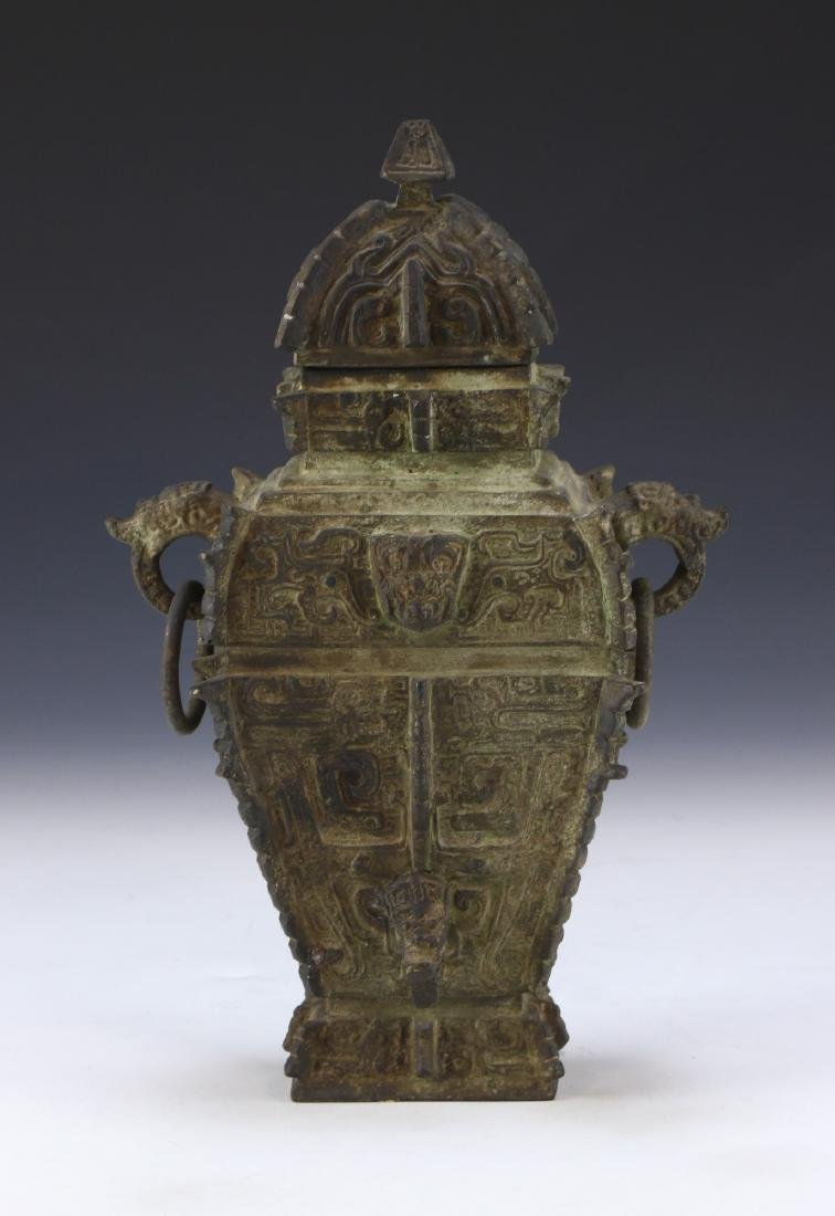 A CHINESE LIDDED ARCHAIC BRONZE VASE