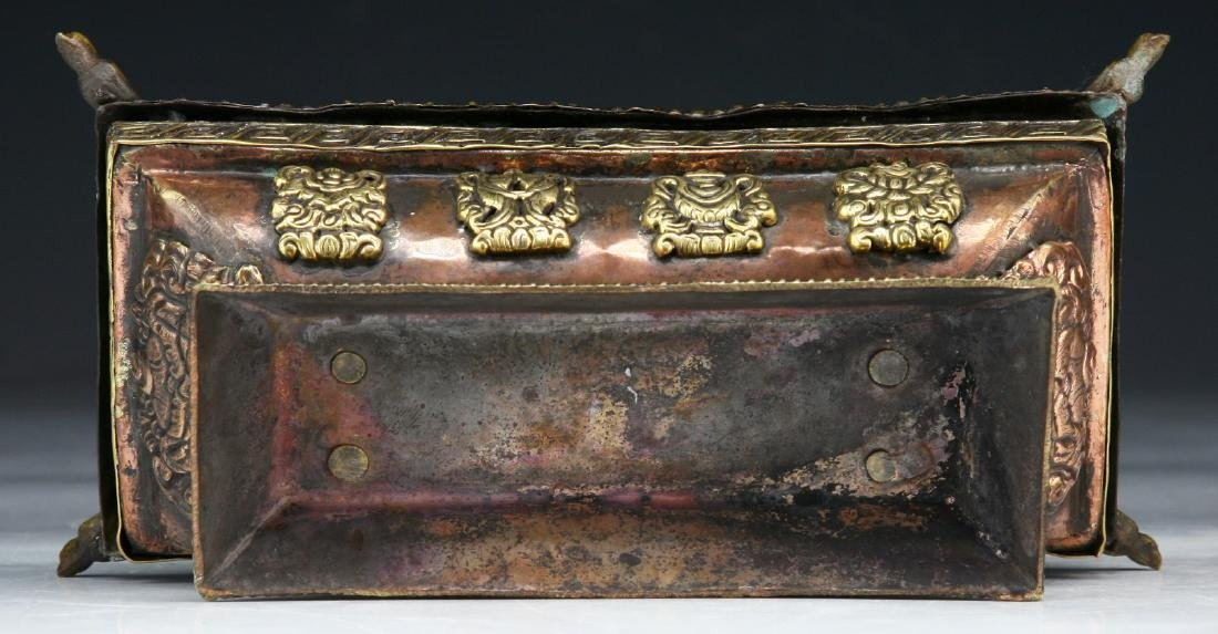 A TIBETAN LIDDED BRONZE INCENSE BURNER - 4