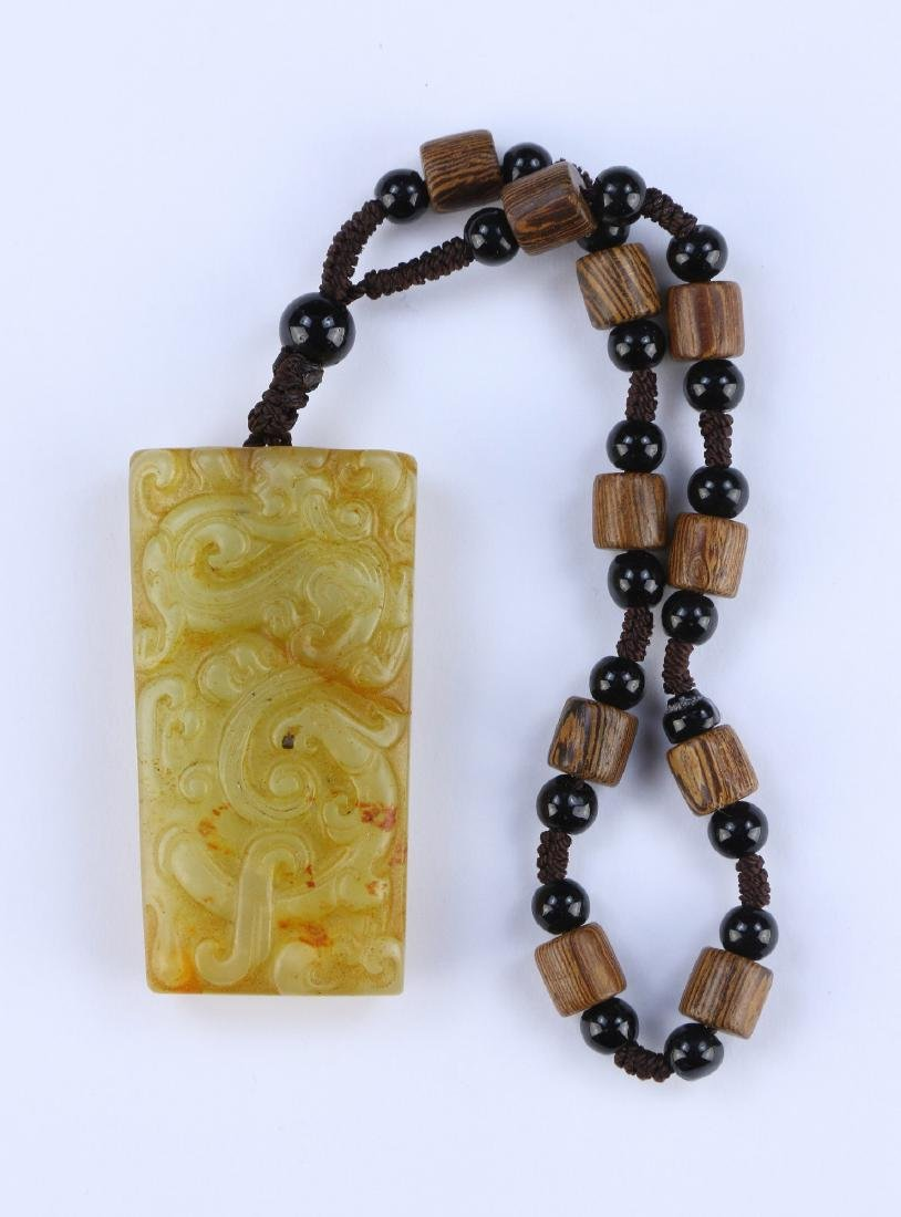 A CHINESE ARCHAIC JADE PENDANT NECKLACE