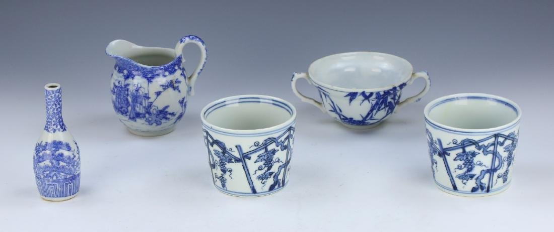 FIVE (5) JAPANESE BLUE & WHITE MIXED PORCELAIN ITEMS