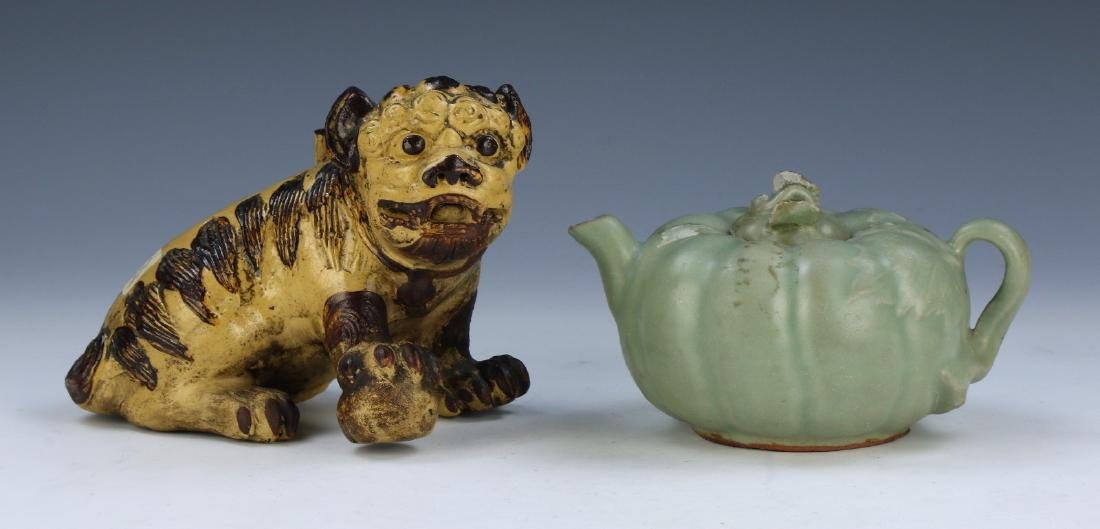 TWO (2) CHINESE PORCELAIN ITEMS
