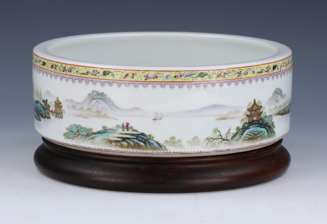 A CHINESE BIG FAMILLE ROSE PORCELAIN WASHER
