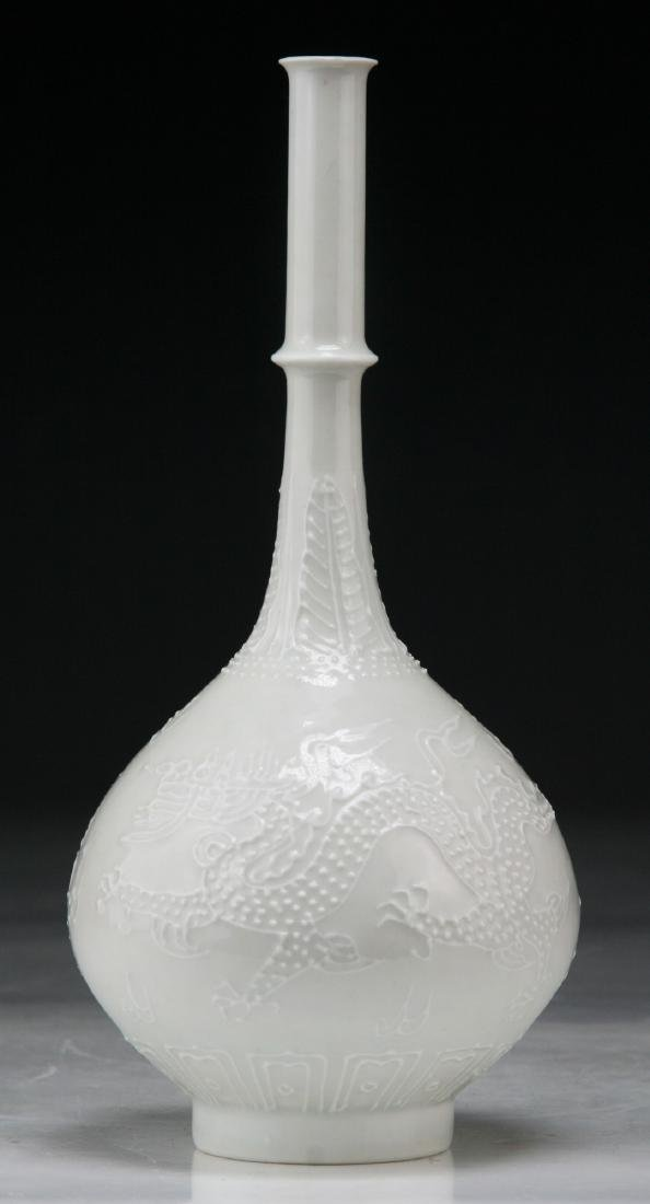 A CHINESE BLANC DE CHINE GLAZED PORCELAIN VASE