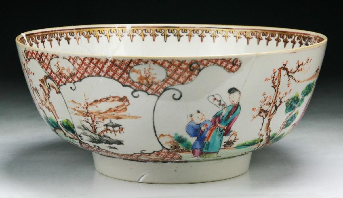 A CHINESE FAMILLE ROSE EXPORT PORCELAIN BOWL