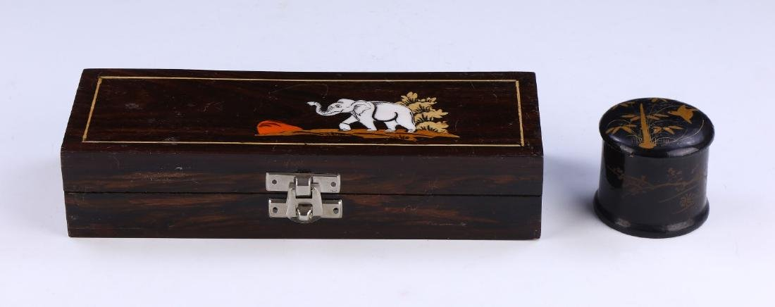 A CHINESE WOOD CARVED BOX & LIDDED LACQUER CASE