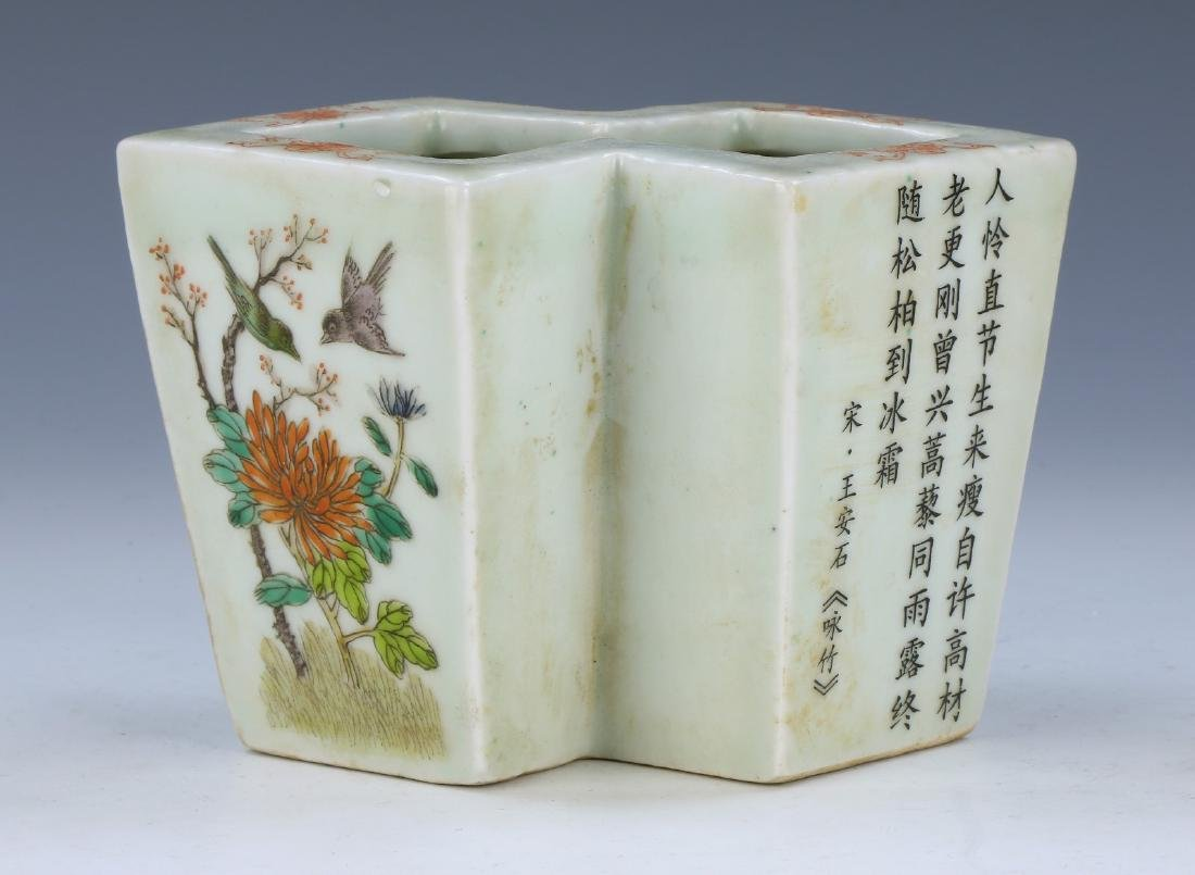 A CHINESE FAMILLE ROSE PORCELAIN TWIN VASE