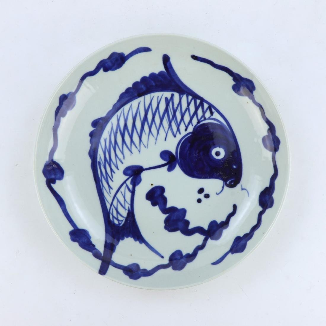 A CHINESE BLUE & WHITE PORCELAIN PLATE