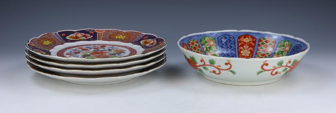 FIVE (5) JAPANESE FAMILLE ROSE PLATES & A BOWL