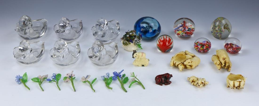 A BOX OF MIXED GLASS AND OTHER ITEMS