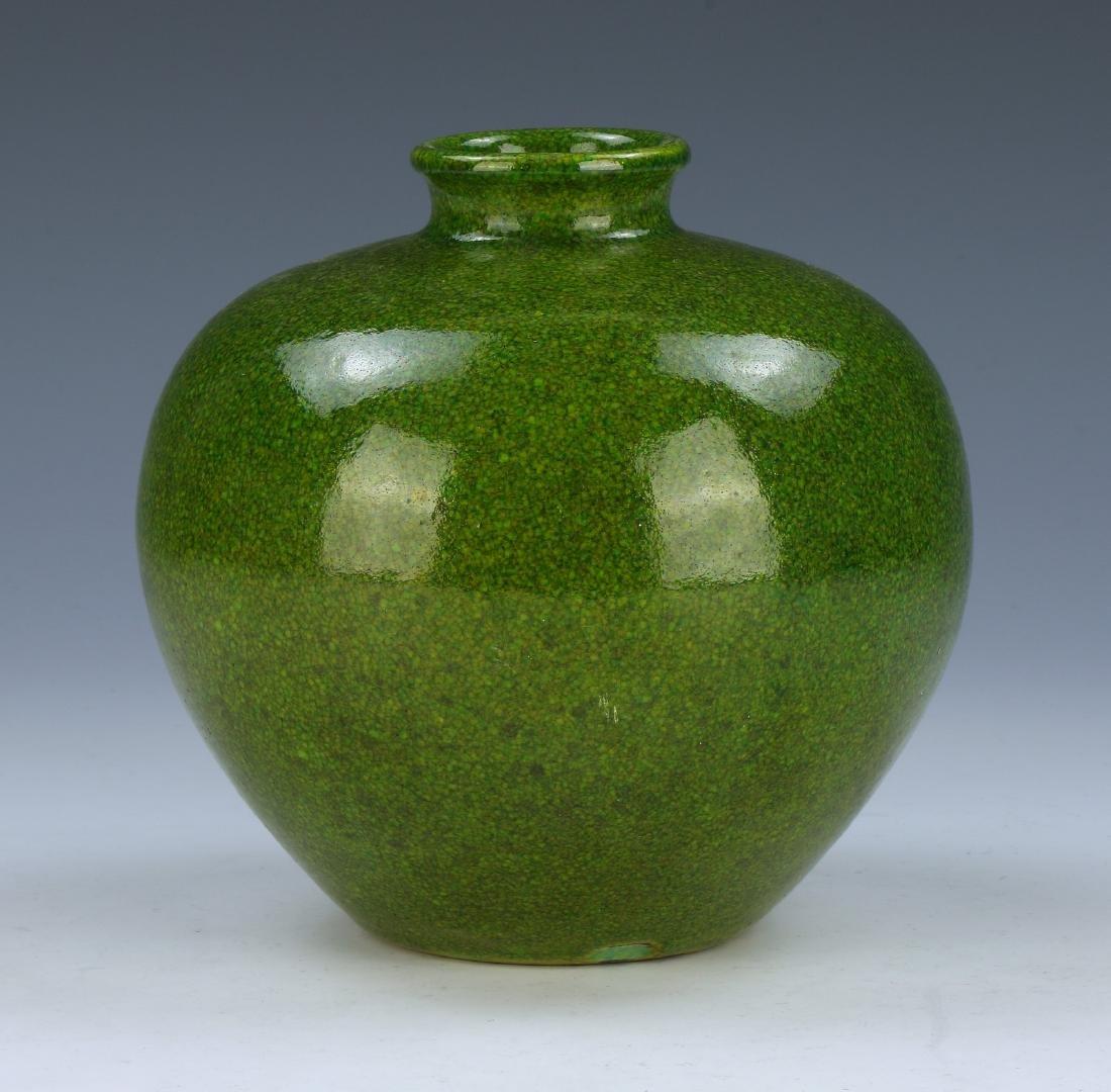 A CHINESE GREEN GLAZE PORCELAIN JAR