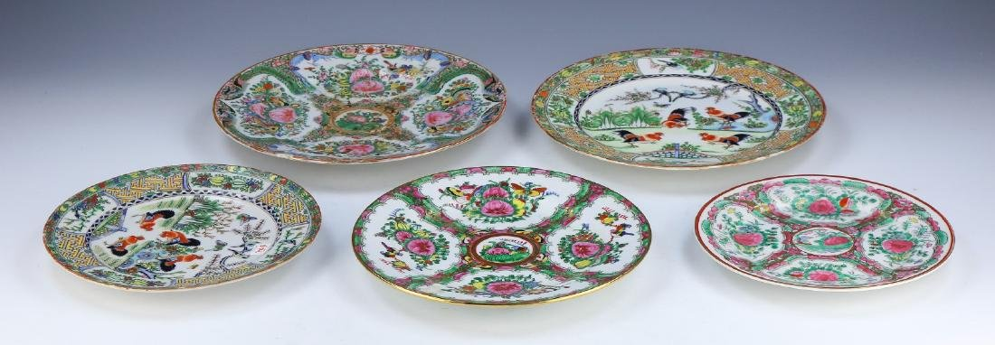 A CHINESE PORCELAIN ROSE MEDALLION SET OF FIVE (5)