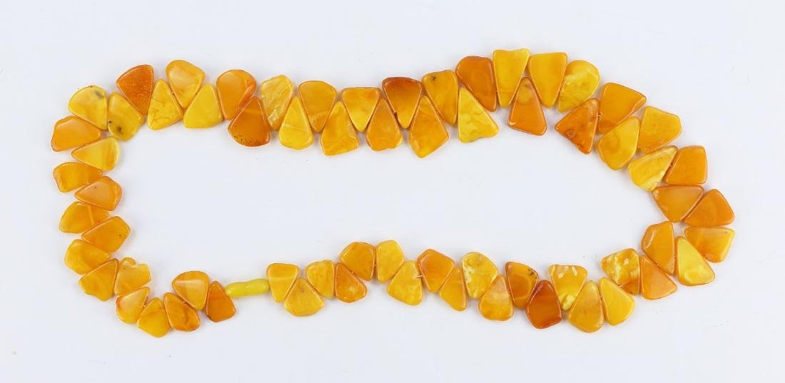 AN AMBER MILA NECKLACE