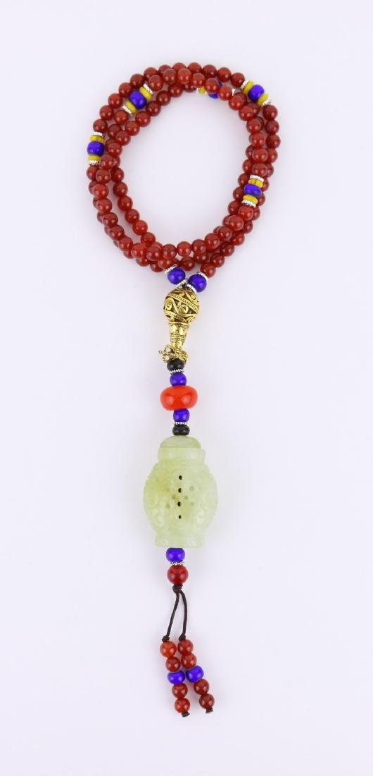 A JADE CARVED BEADED PENDANT NECKLACE