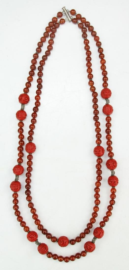 A DOUBLE STRANDED AGATE & CINNABAR LACQUER NECKLACE