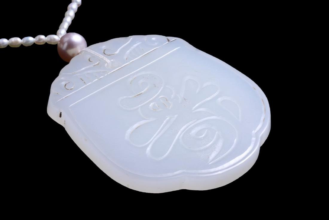 A WHITE NEPHRITE JADE PLAQUE & RICE PEARL NECKLACE