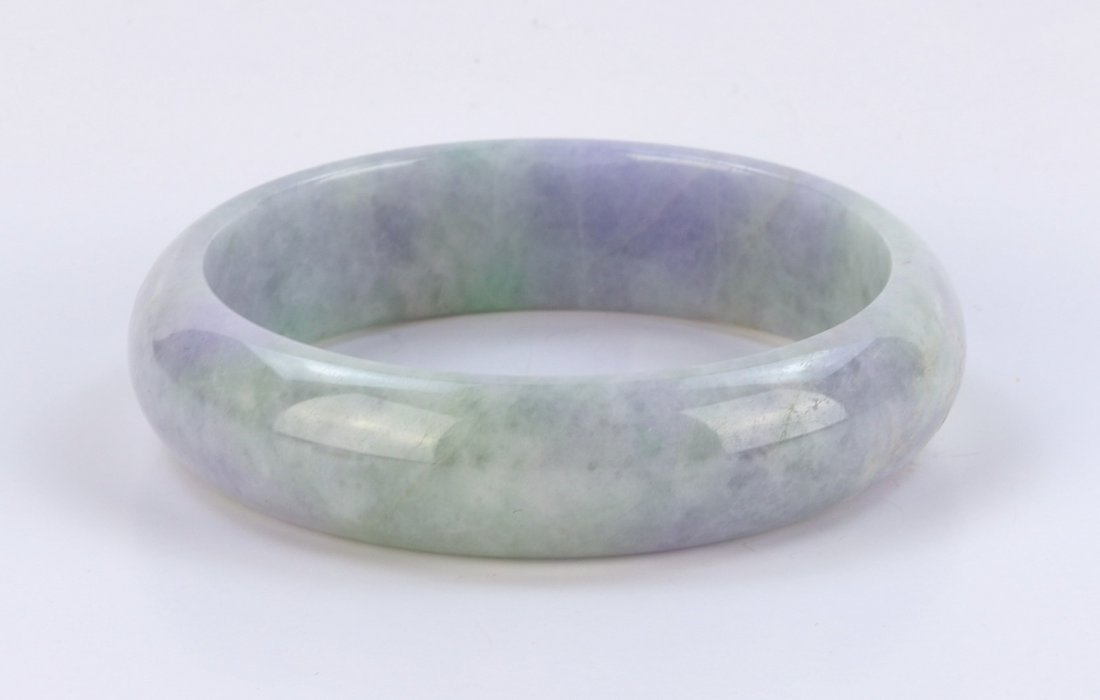 A CHINESE JADEITE BANGLE WITH CERTIFICATE