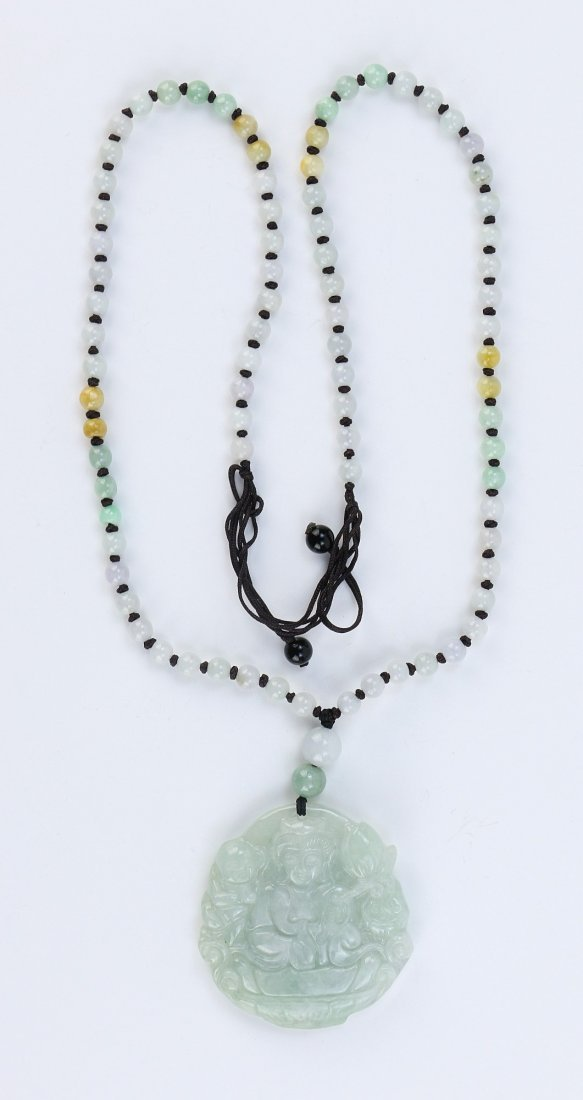 A CHINESE CARVED JADEITE GUANYIN PENDANT NECKLACE