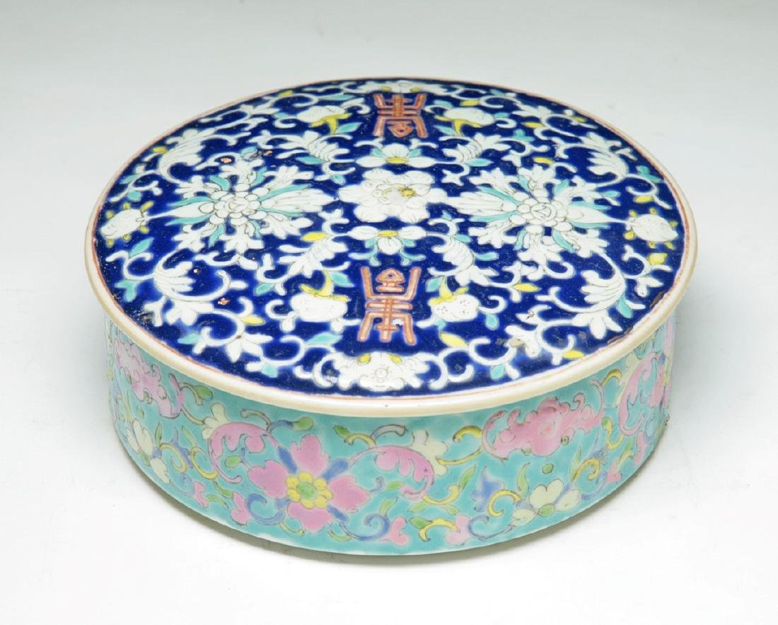 A CHINESE FAMILLE ROSE BOWL WITH COVER