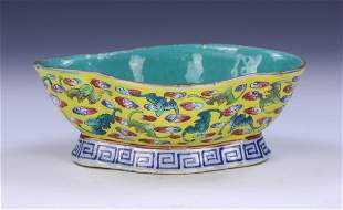 A CHINESE FAMILLE ROSE PORCELAIN BOWL