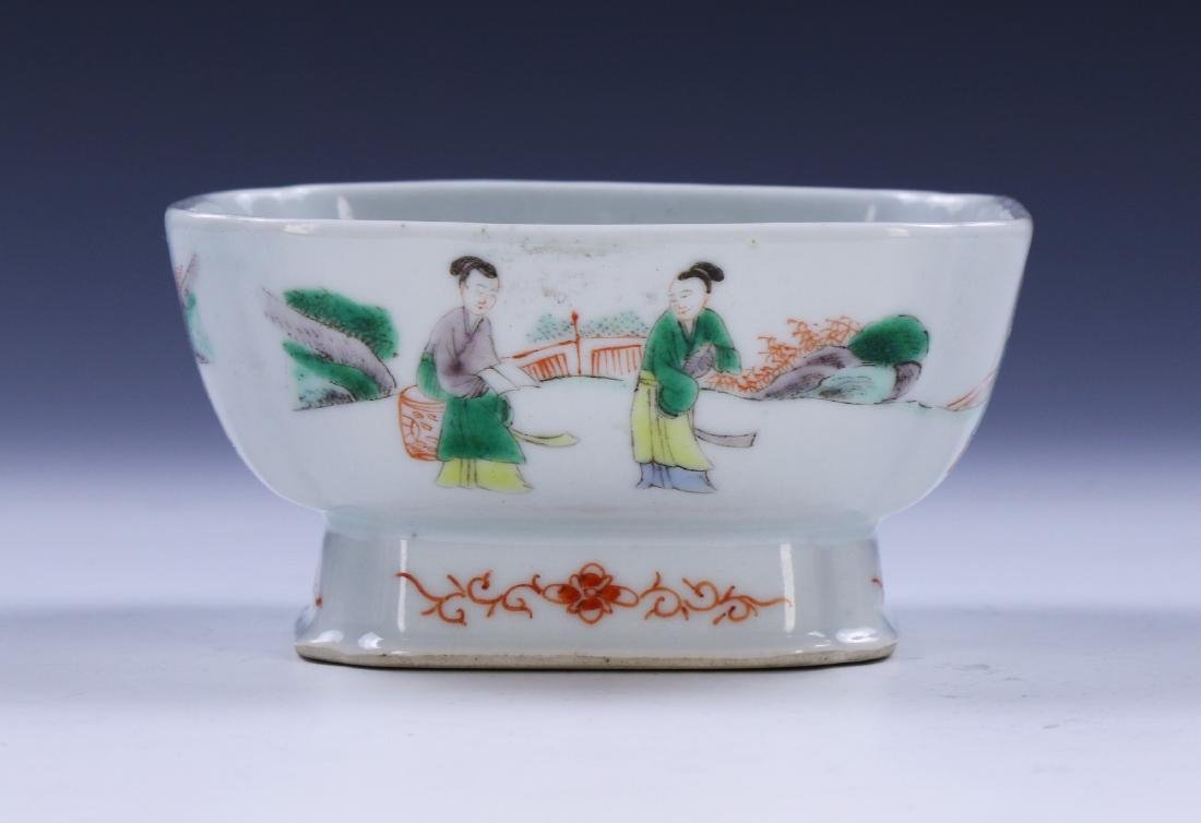 A CHINESE FAMILLE ROSE PORCELAIN BOWL - 2