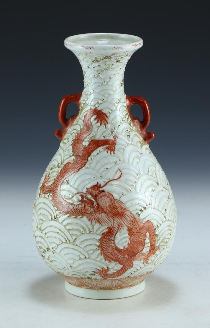 A CHINESE IRON RED & WHITE GLAZE PORCELAIN VASE