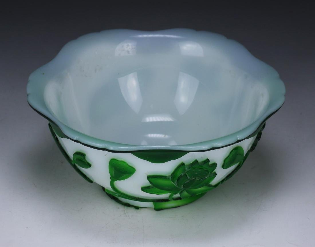 A CHINESE OVERLAY PEKING GLASS BOWL