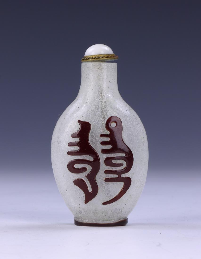 A CHINESE OVERLAY PEKING GLASS SNUFF BOTTLE