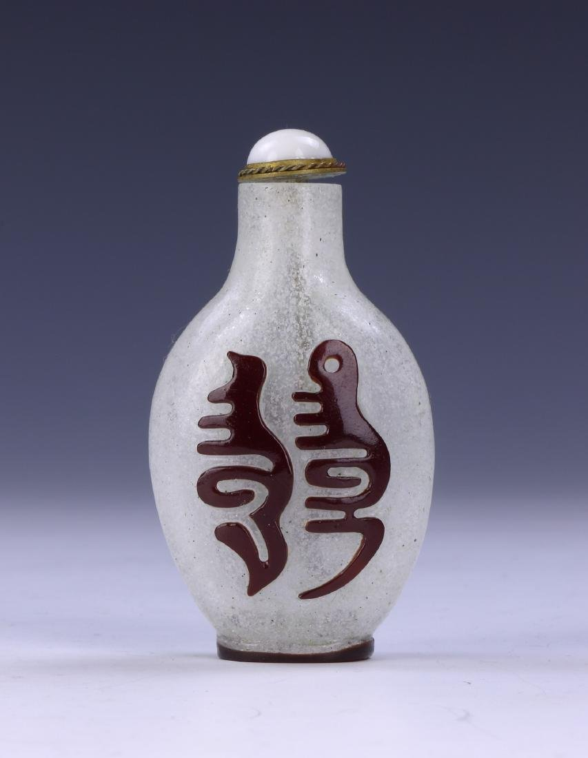 A CHINESE OVERLAY PEKING GLASS SNUFF BOTTLE