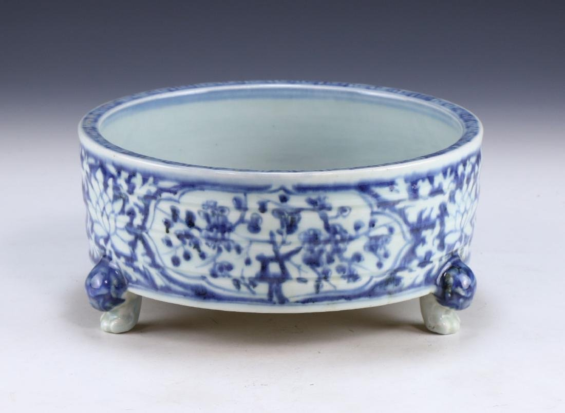 A CHINESE BLUE & WHITE TRIPOD PORCELAIN CENSER