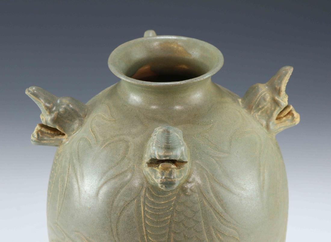 A KOREAN CELADON GLAZED PORCELAIN VASE - 3