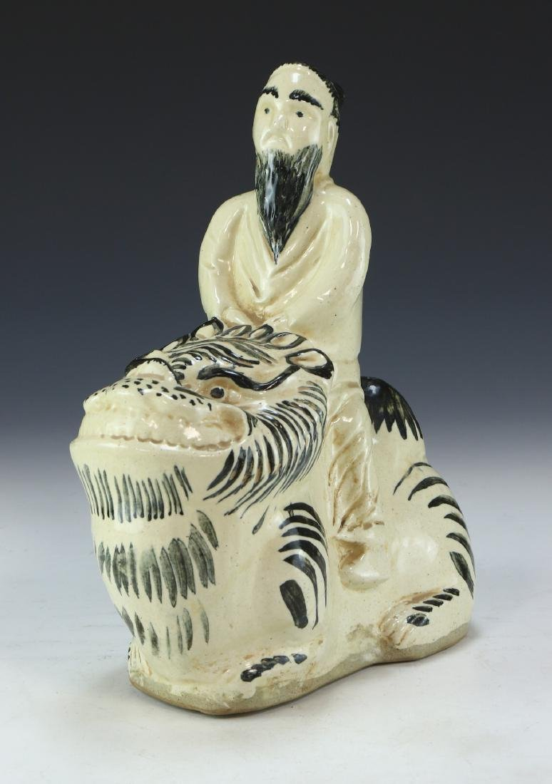 A CHINESE BLUE & WHITE PORCELAIN FIGURE GROUP
