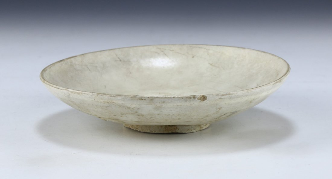 A CHINESE POLYCHROME PORCELAIN BOWL