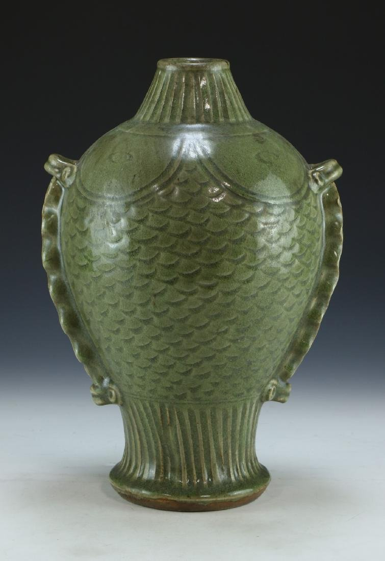 A BIG CHINESE CELADON GLAZED PORCELAIN VASE