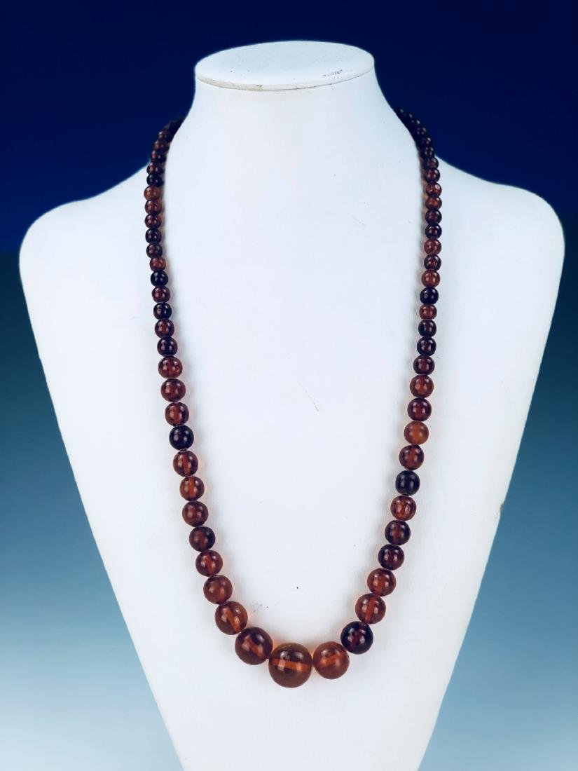 AN AMBER BEADED NECKLACE
