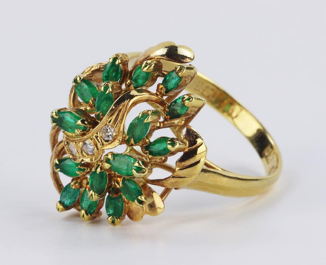 AN EMERALD & 14K GOLD RING