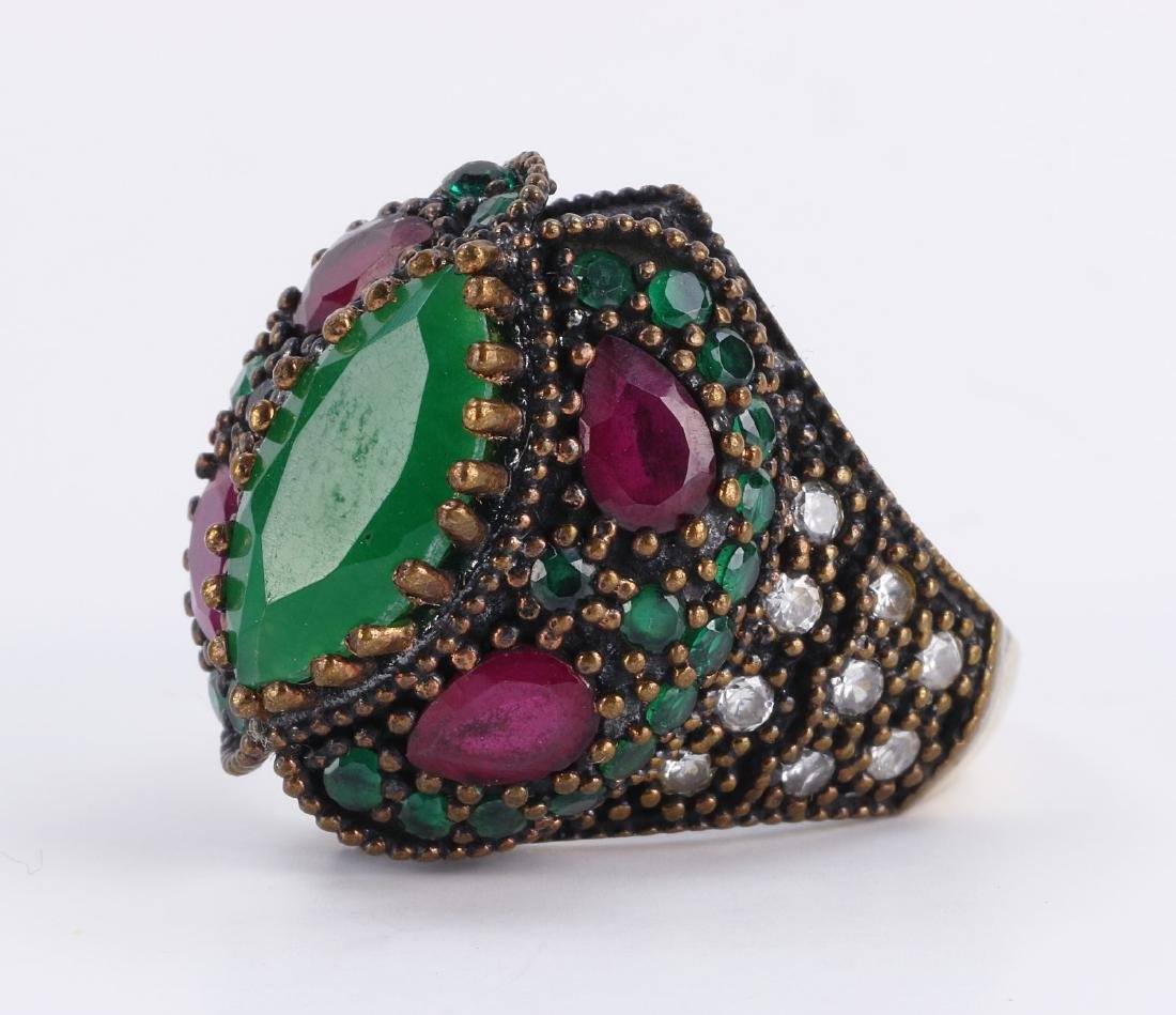 A RUBY & EMERALD STERLING SILVER RING