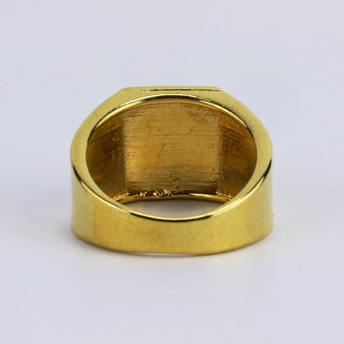 A JADEITE OR JADE MEN'S RING - 3