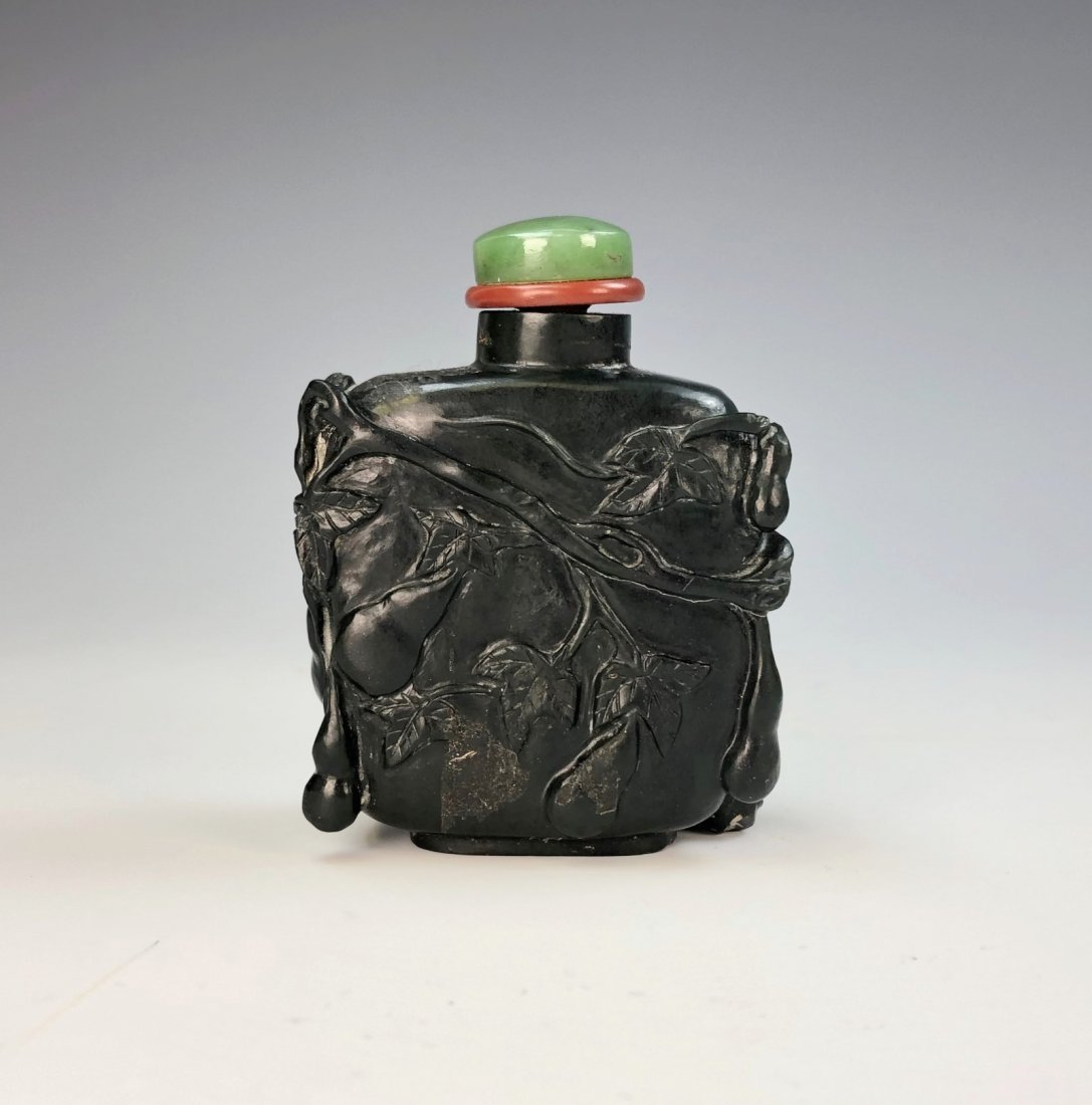 A CHINESE JADE SNUFF BOTTLE - 2