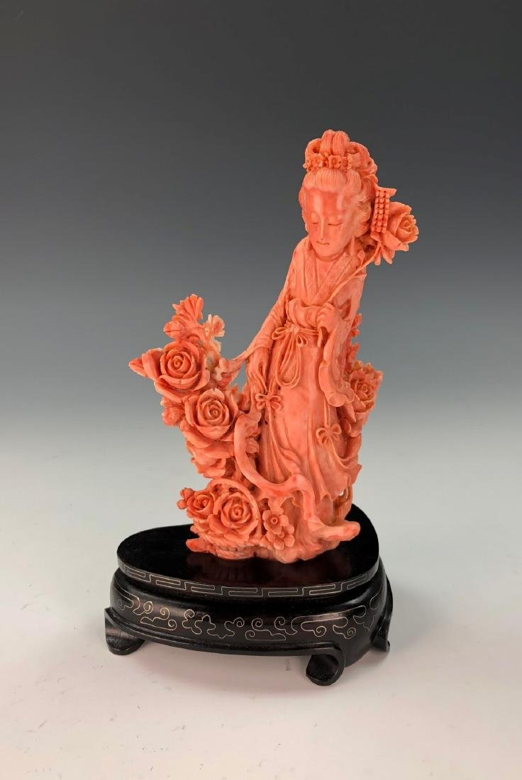 A FINE ANTIQUE CHINESE CARVED MOMO RED CORAL BEAUTY