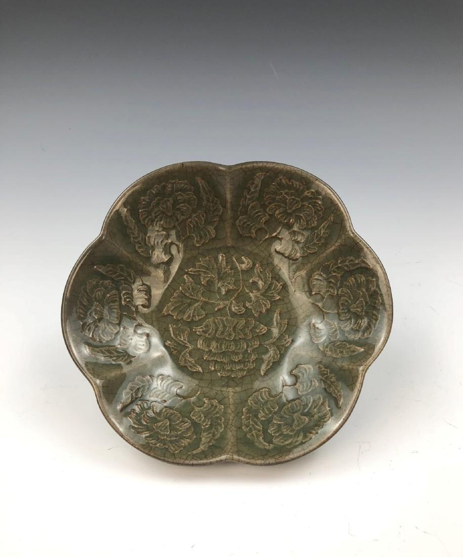 A CHINESE CELADON GLAZED PORCELAIN PLATE