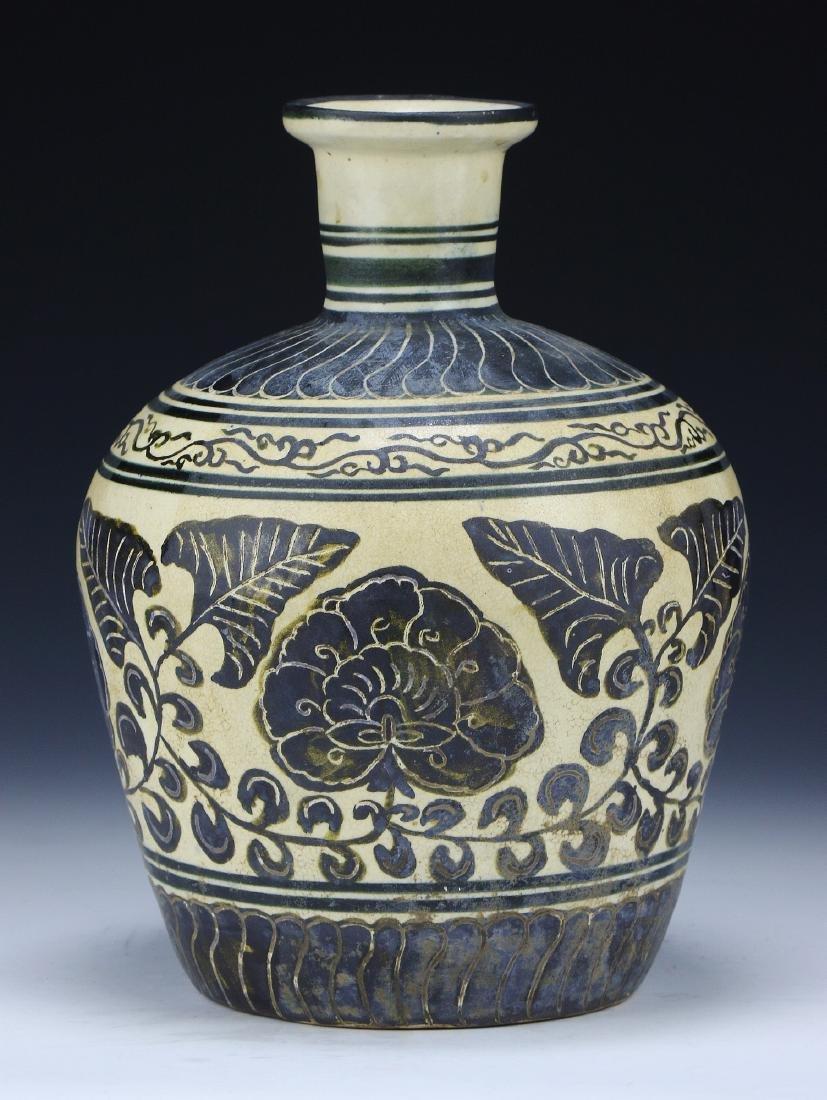 A Chinese JIZHOU YAO Vase