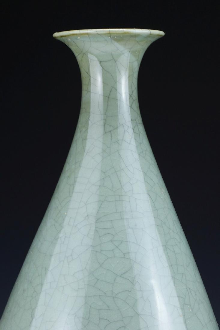A CHINESE CELADON GLAZED VASE - 3