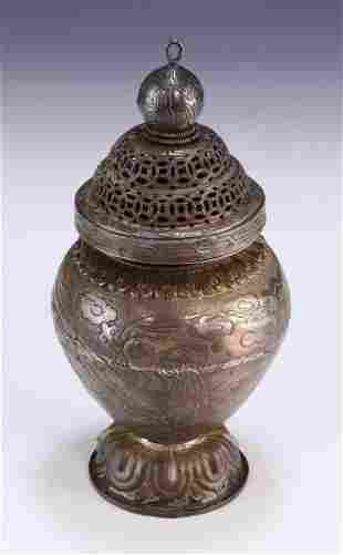 A CHINESE LIDDED BRONZE VASE