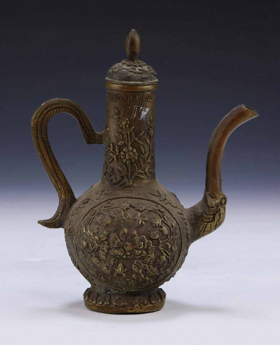 A CHINESE LIDDED BRONZE VESSEL - 2