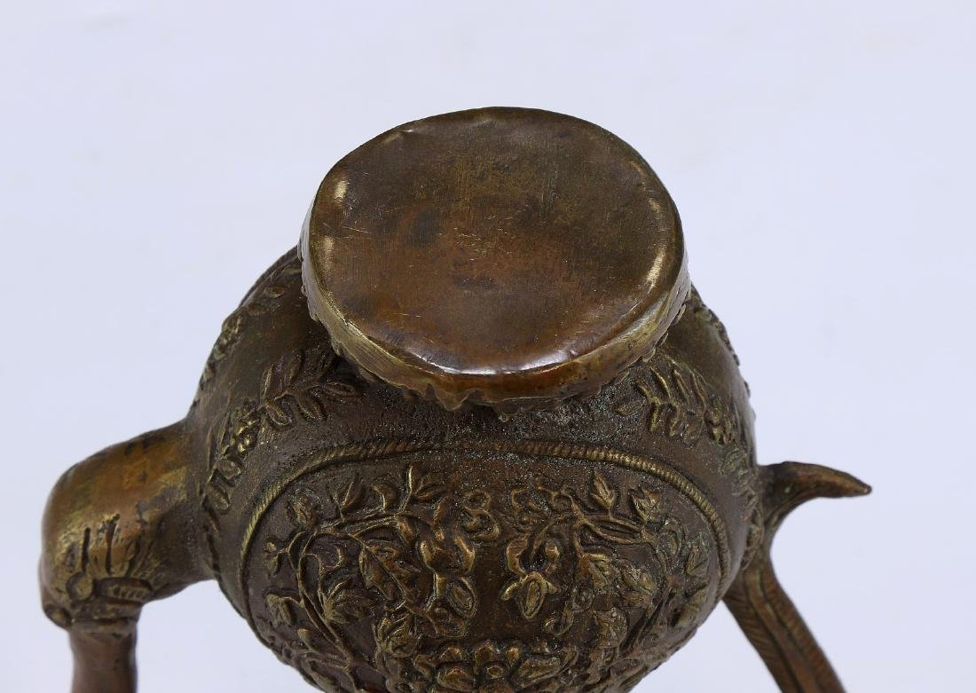 A CHINESE LIDDED BRONZE VESSEL - 4
