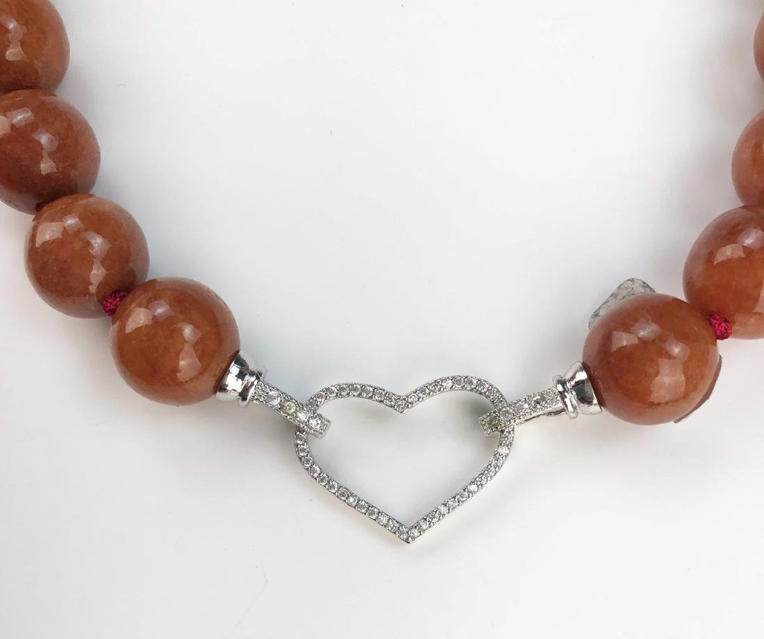 A RED JADEITE BEADED NECKLACE - 2