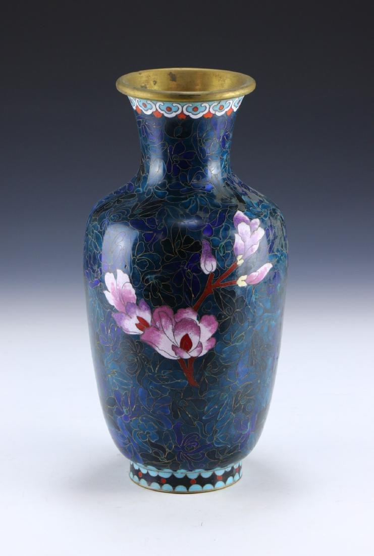 A CHINESE CLOISONNE VASE - 2