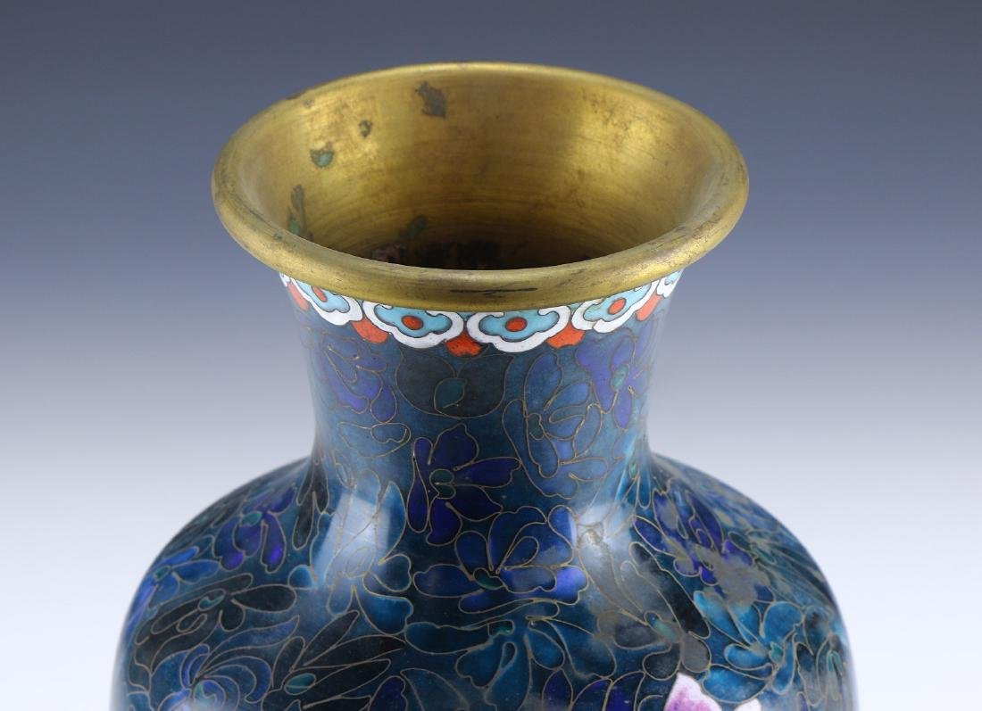A CHINESE CLOISONNE VASE - 3